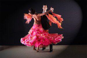 Kursy tańca towarzyskiego dla początkujących orazzaawansowanych. Nauka tańca prowadzona jest weWrocławiu